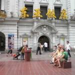 杨恒均 | 城市风景之:南京路上的母与子