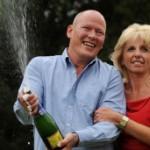 BBC   英国报摘:英国彩票大奖得主慷慨赠亲友