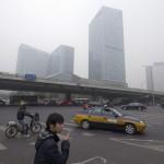 """北京多日雾霾 """"轻微""""污染引发质疑"""