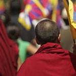 BBC | 中国评论 : 评论:藏人自焚抗议引发震撼与争论