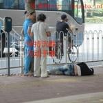 90后女生假晕倒试验路人,中国人再一次被刺痛