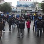 【首发】浙江企业倒闭 工人游行讨薪 防暴警察镇压 (多图)