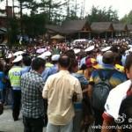 吉林长白山天池因领导视察封锁,千名游客抗议