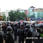 维权网   四川什邡市民抗议污染,大批警察与市民冲突(组图)