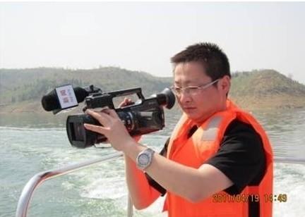 发现新闻 | 德国电视记者河南遭袭 特警解救