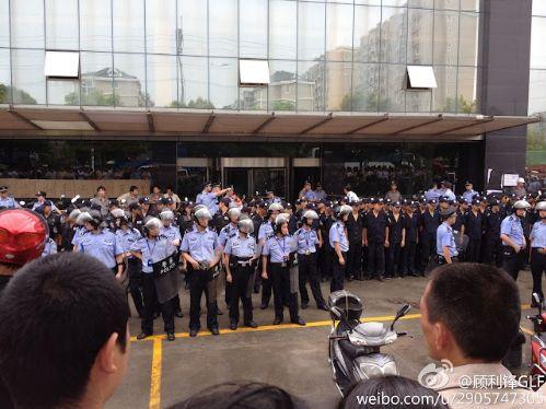 自由亚洲   上海警方镇压斯米克陶瓷厂罢工 5人受伤
