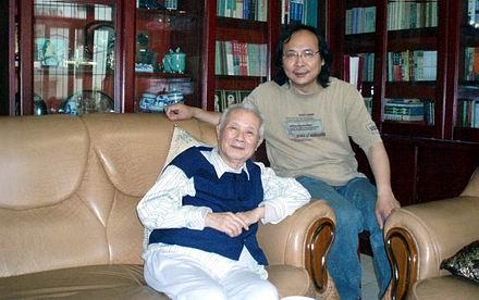 美国之音   多次遭到整肃的著名中国老报人胡绩伟在北京逝世