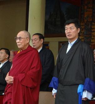 自由亚洲 | 流亡藏人为自焚藏人烛光哀悼 达赖喇嘛出访美国