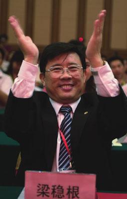 【异闻观止】十八大代表梁稳根:共产党员易找对象