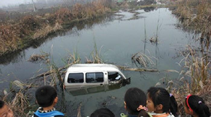 南方人物周刊 | 幼儿园校车坠水伤亡儿童名单