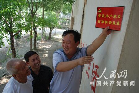 【异闻观止】2012年度感动中国十大人物 共产党员占半数