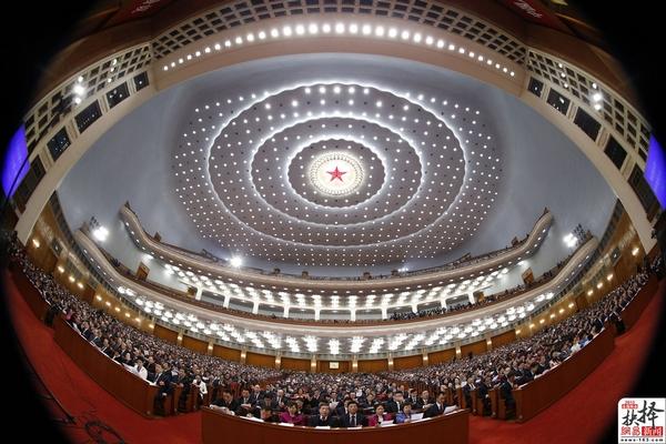 3月12日,全国政协十二届一次会议在北京人民大会堂闭幕。