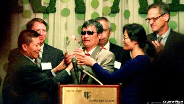 美国之音 | 北京警告陈光诚不得批评