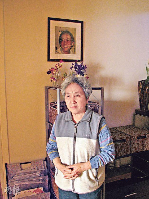 明报 | 六四学生中枪头盔港展出 天安门母亲捐子遗物