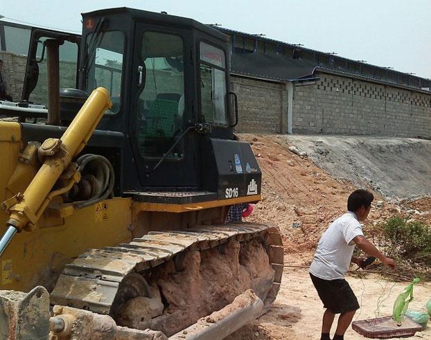 自由亚洲   福建强拆推土机碾毙三岁龄童