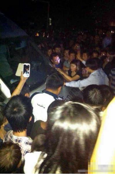 自由亚州|余姚大水未退媒体被指粉饰太平 民众堵路泄愤砸车