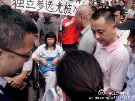图片:广东佛山独立参选人李碧云的身体情况不断恶化,日常必须用轮椅代步。(网络图片)