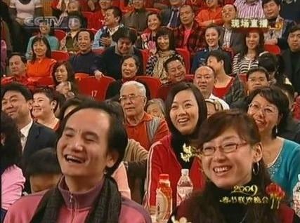 中国广播网 | 揭春晚现场观众:非官即富 露脸一秒或百万