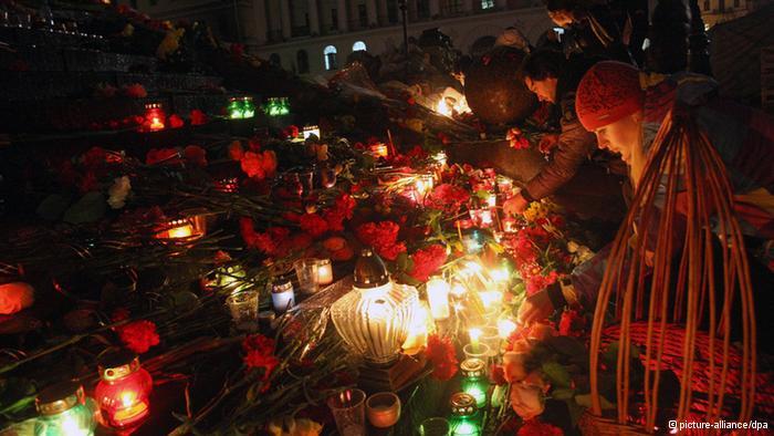 基辅示威民众纪念死者