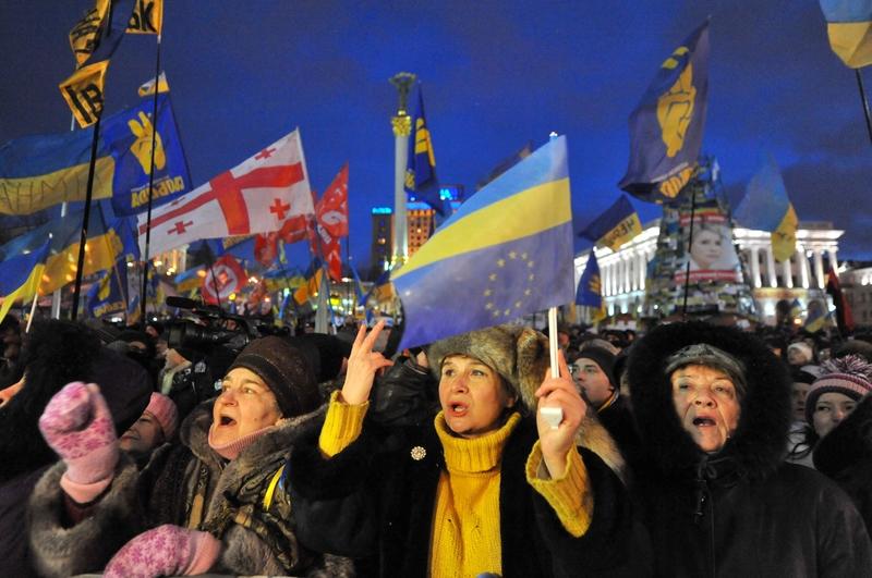聯合新聞網 | 烏克蘭示威女、鎮暴警 擦出愛火