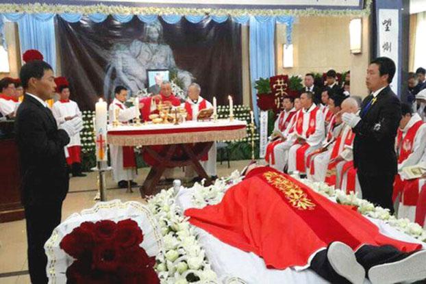 自由亚洲 | 上海数千名天主教徒为范忠良主教送葬