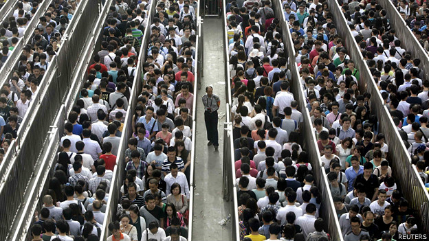 140528105744_cn_beijing_subway_queues_01_624x351_reuters