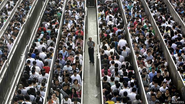 140528105744_cn_beijing_subway_queues_01_624x351_reuters