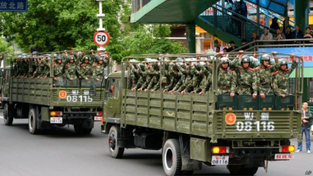 140528110432_cn_urumqi_paramilitary_police_624x351_ap