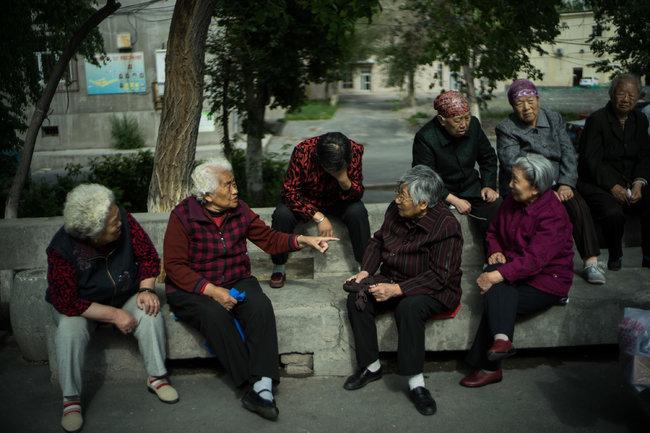 新京报 | 政治局:在南疆全面实行高中阶段免费教育