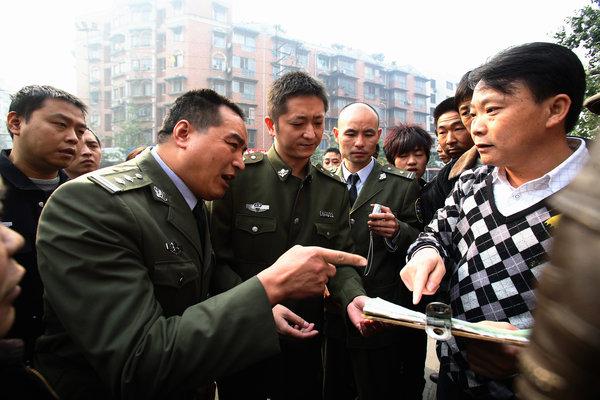 蘋果日報 | 揭中共黑幕 2新聞人被捕