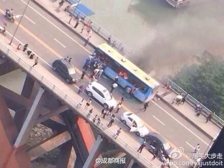 纽约时报 | 四川宜宾公交车爆燃或系人为纵火