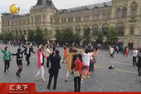 华尔街日报   中国广场舞大妈海外显身手