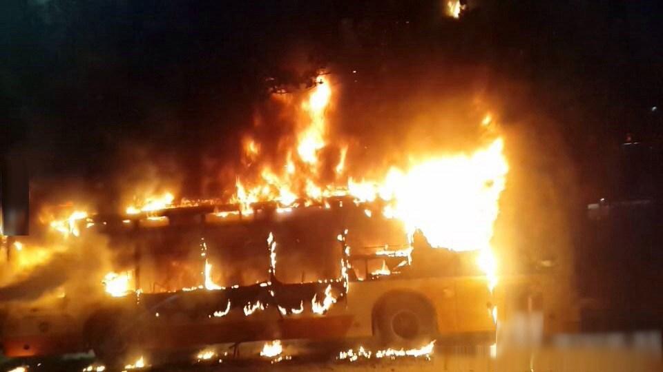 网易新闻 | 广州一公交车突然爆炸起火 已造致2人死32人伤