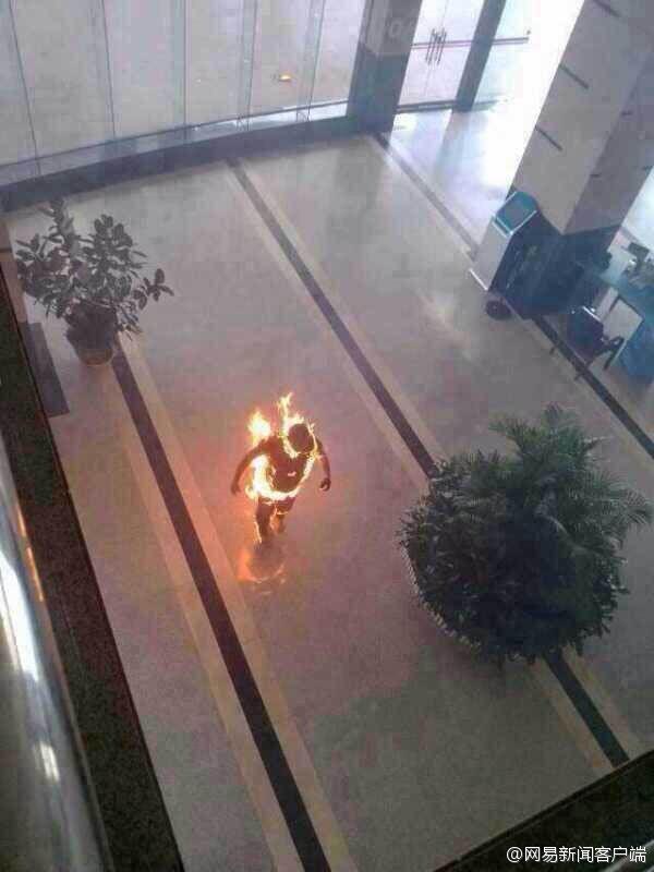 自由亚洲 | 自焚藏人松堆嘉双腿遭锯断被遣送回家