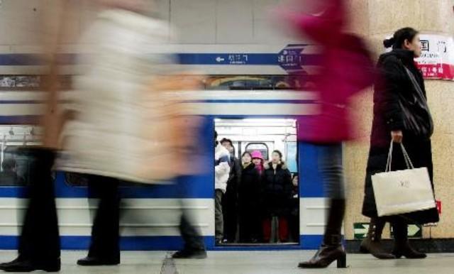 田颖 | 地铁女子被夹死并非活该
