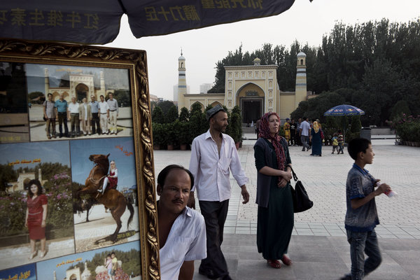 纽约时报 | 当维吾尔女性的面纱遭遇中国民族同化政策