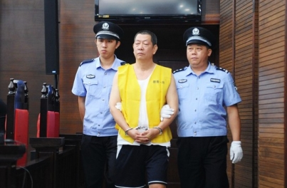 """因拥有21处房产、人称""""房叔""""的前广州官员蔡斌,去年因受贿而被判刑。"""
