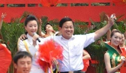 重庆青年报 | 强搂宋祖英的王留聚这三年