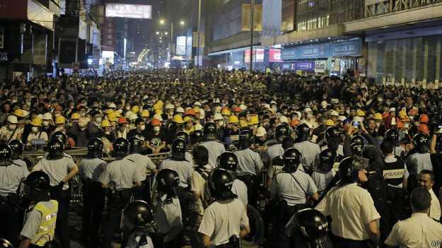 141019041009_cn_hongkong_occupy_oct19_standoff_624x351_ap