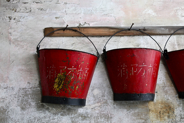 墙外楼|赵本山公关失败 投诚失灵 政治如何影响小人物的命运?
