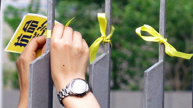 140925032524_cn_hongkong_class_boycott_ribbon_512x288_bbcchinese_nocredit