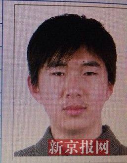 图为犯罪嫌疑人李小龙,27岁,唐山乐亭人