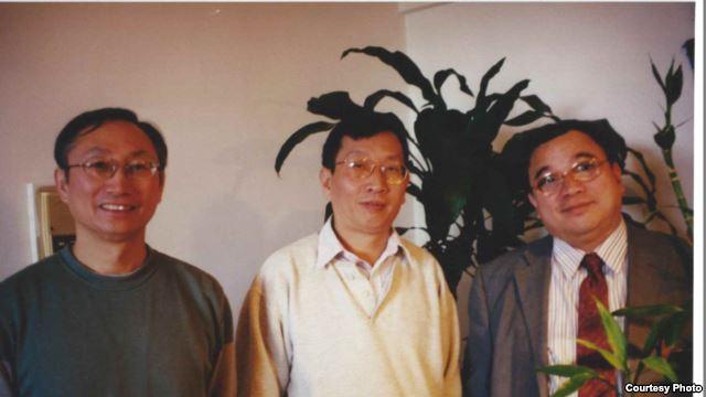 1997年曹思源访问纽约时与胡平、刘青合影。(胡平先生提供)