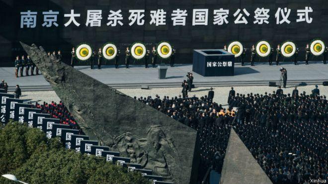 南京大屠杀77周年纪念日成为首个国家公祭日,中国国家主席习近平参加了公祭仪式,再次强调历史不容篡改。