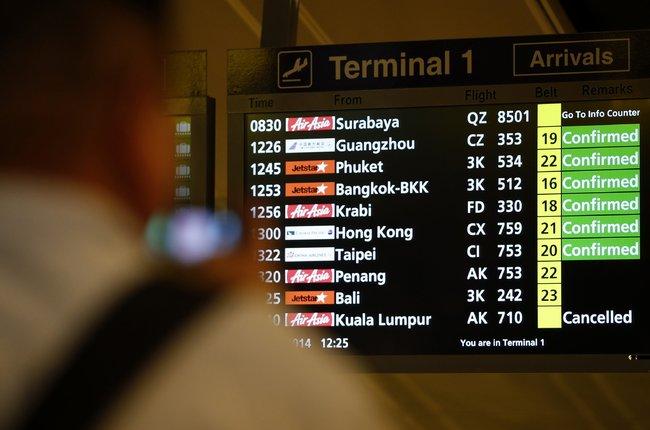 纽约时报 | 亚航客机失联,机载162人