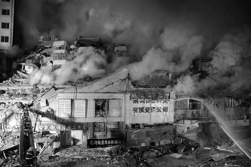 哈尔滨仓库火灾五名消防员牺牲