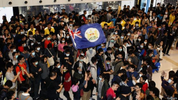 150224034906_demonstration_in_hk_shopping_mall_624x351_reuters