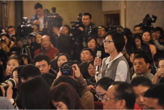 南都记者彭美在新闻发布会上首个提问