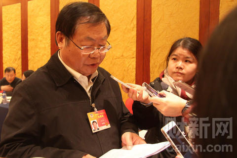 施芝鸿称,最近有的海外媒体抓住中纪委网站一篇文章点某一个清朝亲王的名字大做文章,竞相猜谜,是违背新闻职业伦理