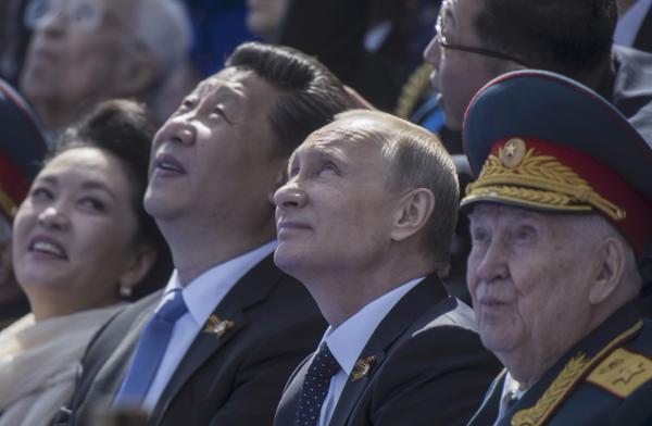 与强盗同庆  中俄关系